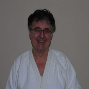 Hier ist ein Portrait von Dr. Elemer Sipos zu sehen